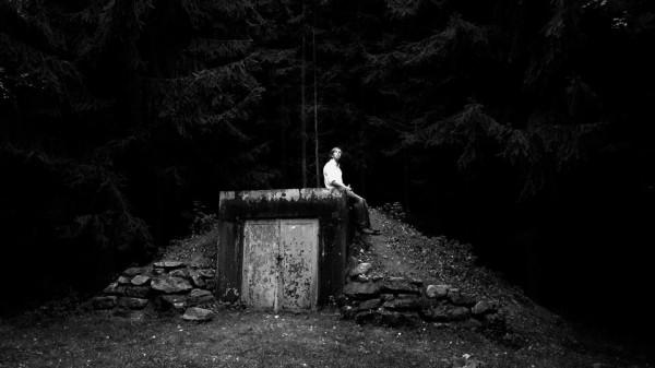 Die Betrachtung der letzten Stunden dreier Menschen vor ihrem Suizid in einem Waldstück